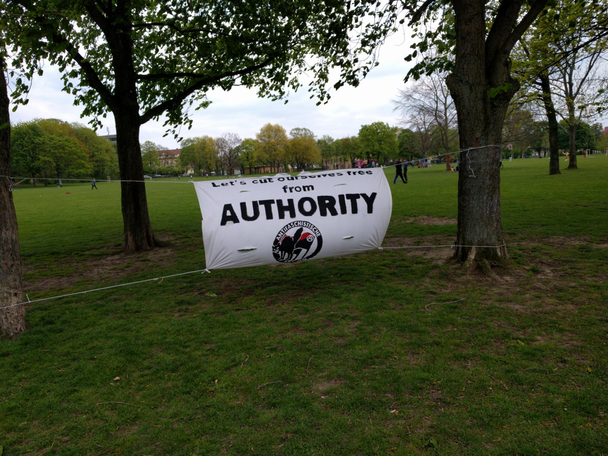Anarchistisches Happening im Alaunpark am 1. Mai