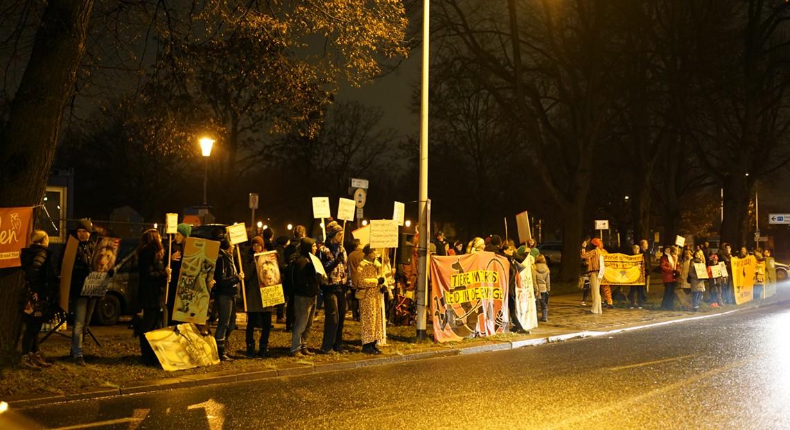 [27.12] Kundgebung vor dem Dresdner Weihnachts-Circus