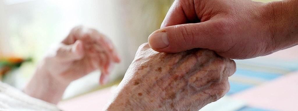Anarchistische Blickwinkel zur Coromania – Gedanken zur Arbeit in der Altenpflege