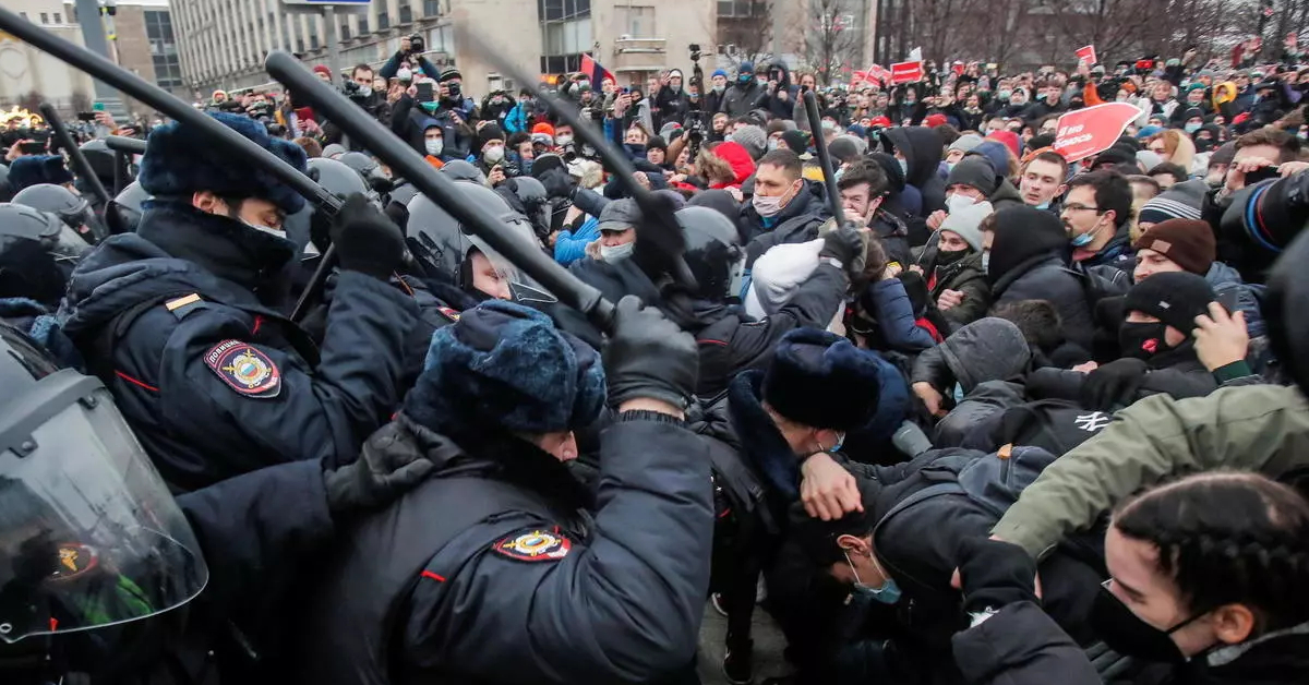 """Elephant in the room – conversation with anarchists from Russia on """"Freedom to Navalny"""" protests #22"""